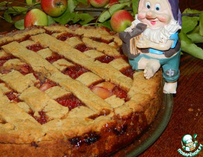 Рецепт: Пирог с яблоками и клубникой