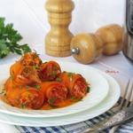 Рулетики из моркови с тушёной капустой