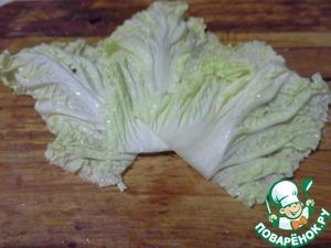 12. Сверху положить листья салата.