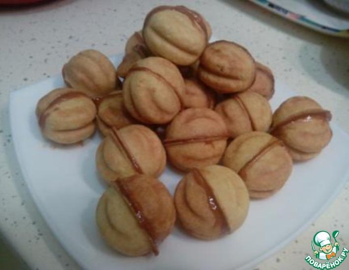 Рецепт: Печенье Орешки со сгущенкой