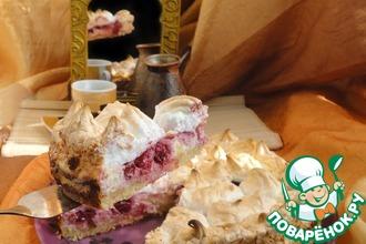 Рецепт: Песочный пирог с творогом и вишней под меренговыми облаками