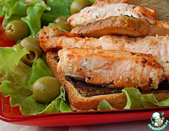 Рецепт: Красная рыба на гренках