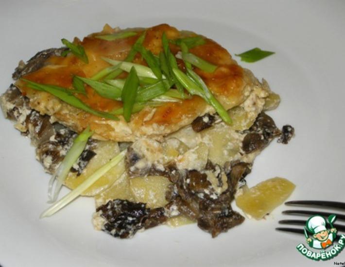 Рецепт: Картофель с опятами в сливках под сырной корочкой