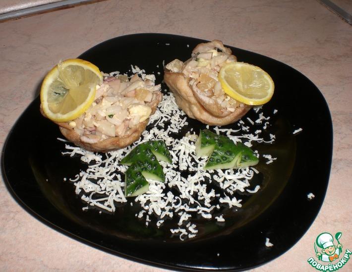 Рецепт: Корзиночки из курицы с кальмарами