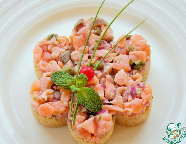 Рецепт: Тар-тар с лососем и жареным кус-кусом