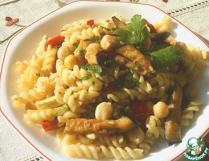 Рецепт: Теплый салат из пасты и овощей