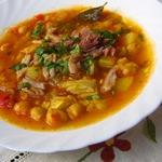 Тушеный нут с овощами и мясом