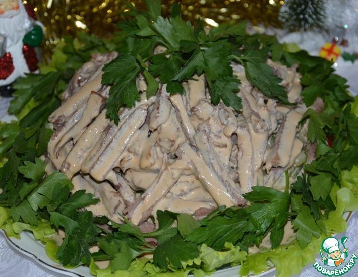 Рецепт: Салат с говяжьим языком и овощами