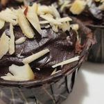 Шоколадные маффины с орехами и шоколадом