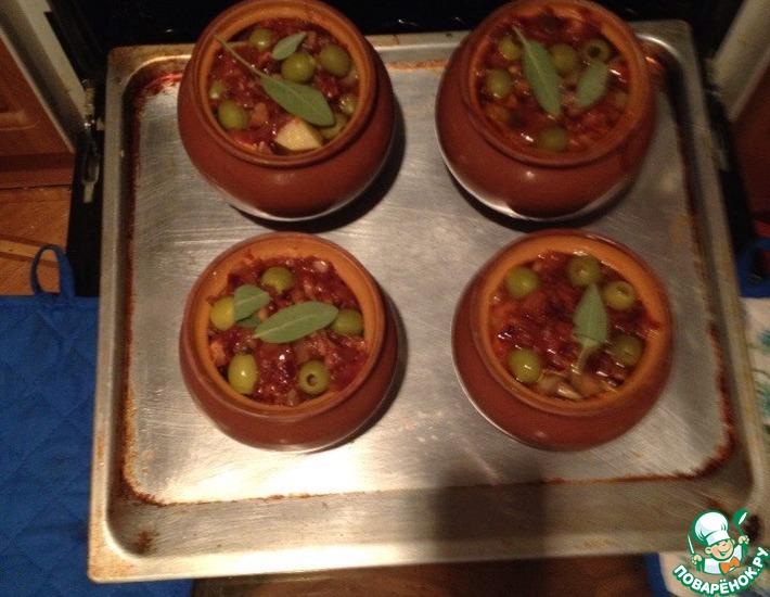 Рецепт: Свинина с картофелем и грибами в горшочках