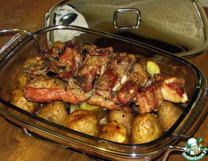 ребра с картошкой в горшочке