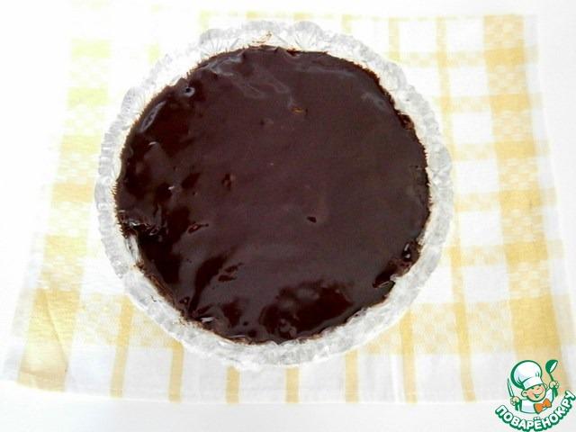 Шоколадный десерт с орехами, печеньем, маршмеллоу