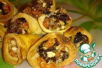 Рецепт: Песочные рожки с сухофруктами и орешками