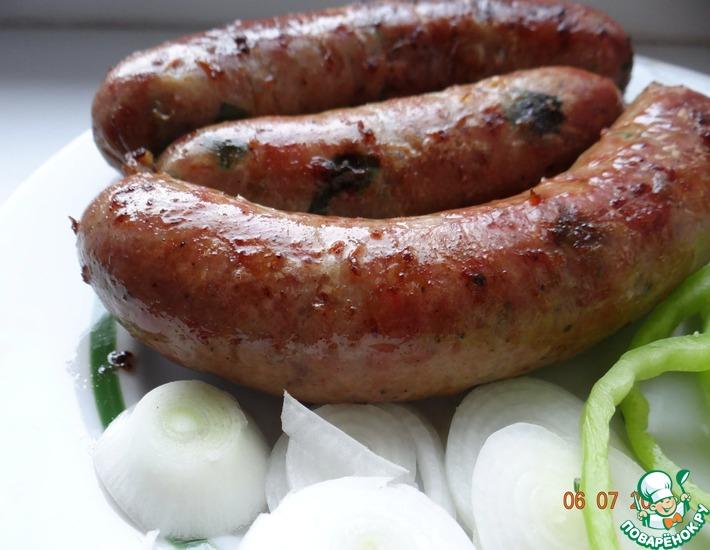 Рецепт: Гриль-колбаска чесночная с луком