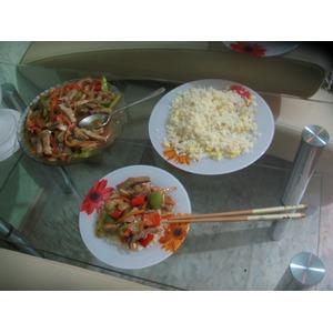 Свинина на китайский мотив с рисом и яйцом