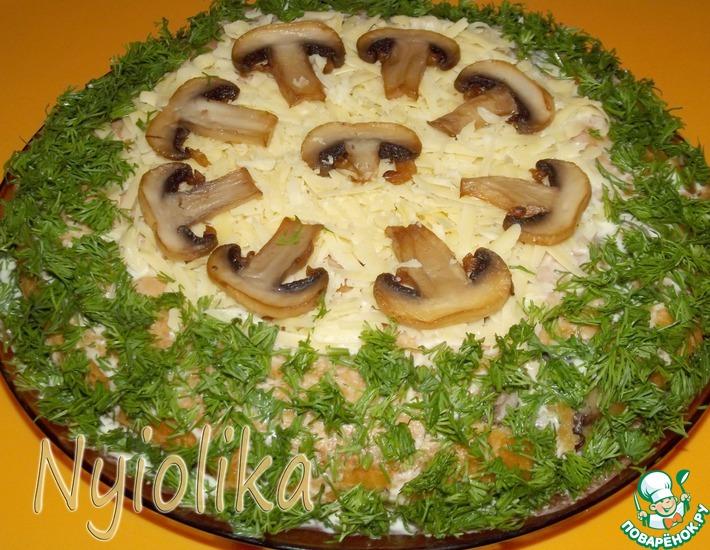 Рецепт: Закусочный сырно-грибной торт Полянка