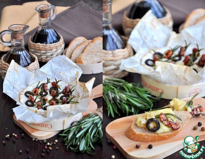 Рецепт: Камамбер, запеченный с орехами и маслинами