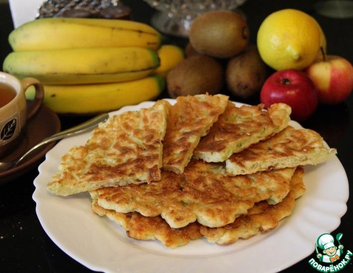 Рецепт: Лепёшки на сметане с сыром и пекинской капустой