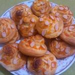 Завитушки с апельсиновым джемом и миндальными лепестками