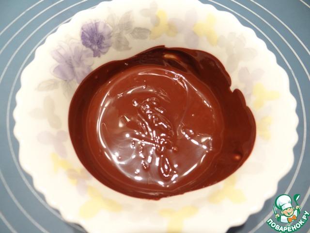 Грушевый десерт на шоколадных листьях
