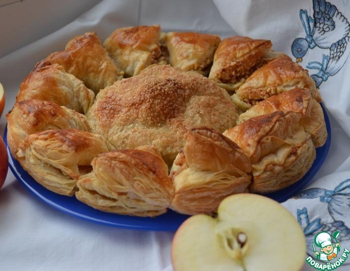 Рецепт: Слойка с яблоками и орехами