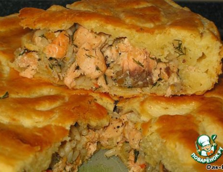 Рецепт: Пирог с красной рыбой и рисом