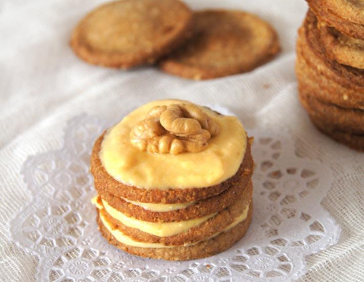 Рецепт: Диетическое овсяно-ореховое пирожное с тыквенным кремом