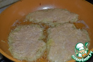 Фаршированные драники с острым пикантным соусом – кулинарный рецепт