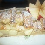 Пирог слоеный с яблоками