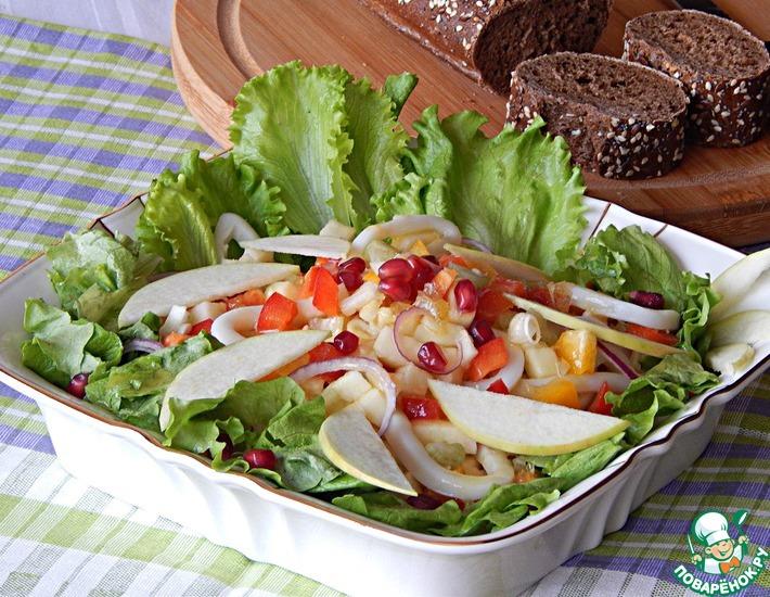 Рецепт: Салат из кальмаров с лимонно-горчичным соусом