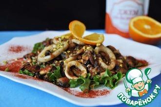Рецепт: Тёплый салат из морепродуктов с апельсиновым соусом