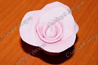 Рецепт: Розы из конфет