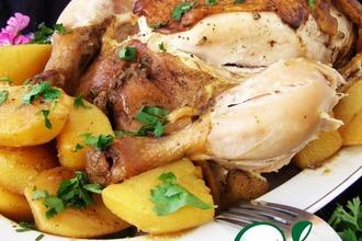 Рецепт: Ароматная курица с картофелем в мультиварке