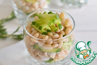 Рецепт: Салат с фасолью и копченой курицей