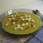 Суп гороховый с соленым огурцом