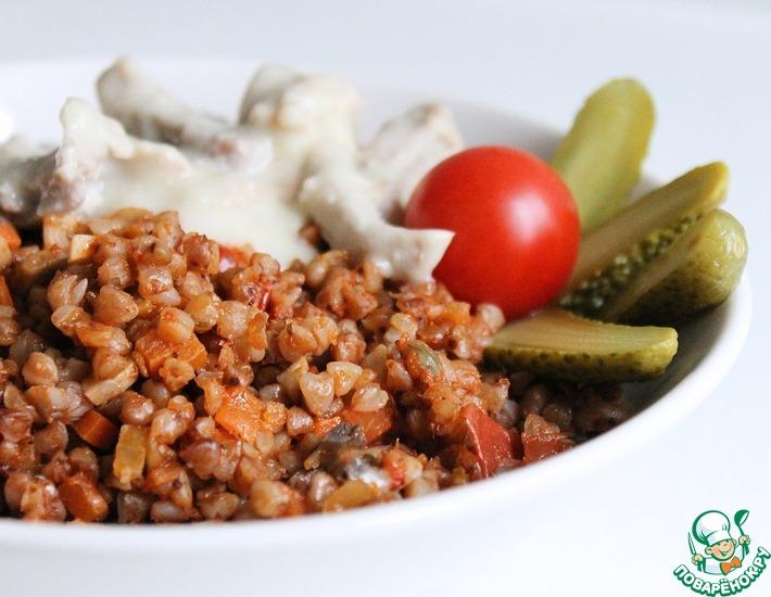 Рецепт: Гречка с грибами в томатном соусе