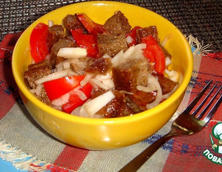 Рецепт: Салат из ржаного хлеба с помидорами