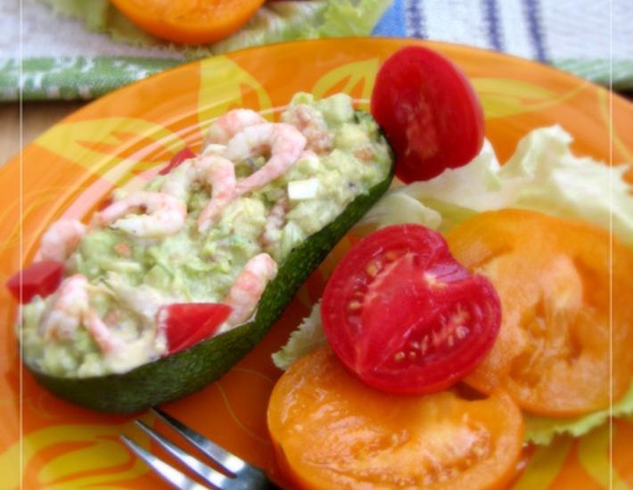 Рецепт: Салат из авокадо с креветками и томатами