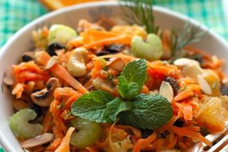 Рецепт: Пикантный морковный салат с апельсином