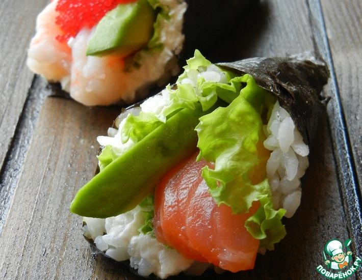 Рецепт: Роллы с лососем, креветками и авокадо
