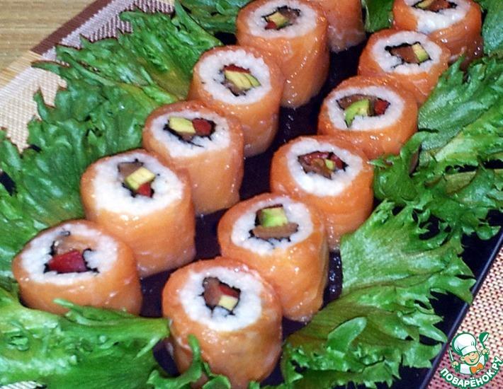 Рецепт: Роллы с лососем, авокадо и болгарским перцем