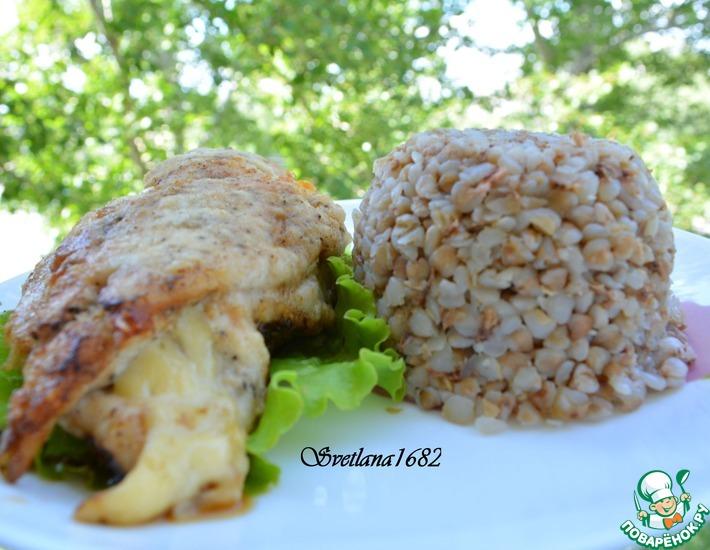 Рецепт: Куриные грудки, фаршированные сыром, со сливочно-чесночным соусом