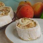 Меренговый рулет с творожным кремом и персиками