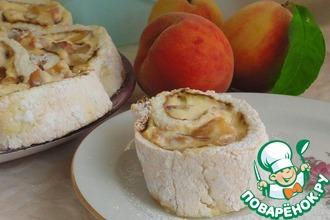 Рецепт: Меренговый рулет с творожным кремом и персиками
