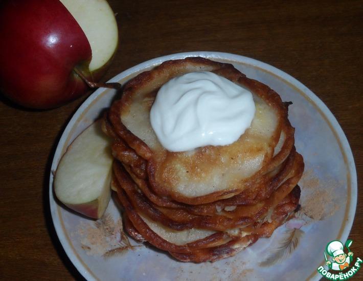 Рецепт: Яблочные оладьи с корицей