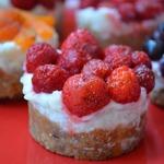 Тарталетки с рисом и ягодами