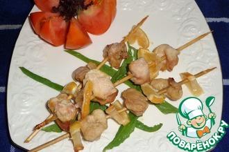 Рецепт: Куриное филе с лимоном, запеченное в духовке на шпажках