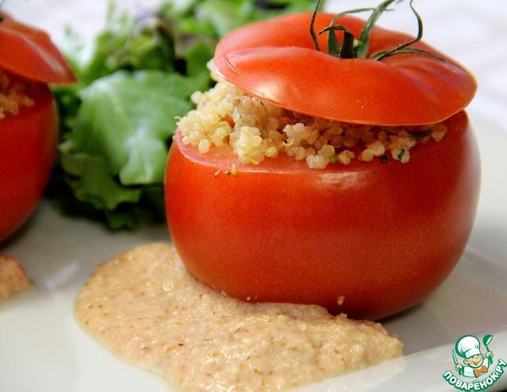Рецепт: Фаршированные помидоры с киноа с соусом Ромеско
