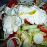 Сливочно-йогуртовый соус к летнему салату