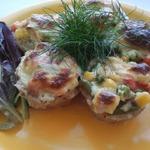 Мясные корзиночки с овощами и соусом Бешамель